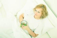 Dzień dobry kawa w łóżku fotografia stock