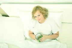 Dzień dobry kawa w łóżku Zdjęcia Stock