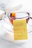 Dzień dobry z uśmiechem i filiżanki herbatą Obraz Stock