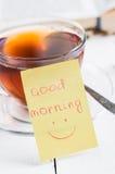 Dzień dobry z uśmiechem i filiżanki herbatą Zdjęcia Stock