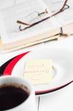 Dzień dobry z uśmiechu i filiżanki coffe Fotografia Royalty Free