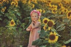 dzień dziewczyny lato słoneczniki pogodni Fotografia Stock