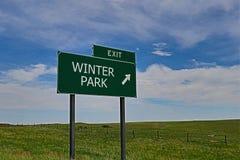 dzień mrozowa Styczeń natury parka śnieżna drzew zima Zdjęcia Stock