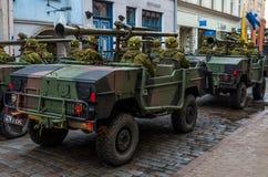 Dzień niezależność i Defence siły paradujemy z wojskowym Zdjęcie Royalty Free