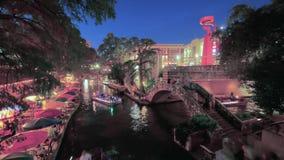 Dzień nocy timelapse widok nad San Antonio miasta rzecznym spacerem zbiory
