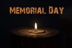 Dzień pamięci, inskrypcja na czarnym tle i świeczka, Zdjęcia Royalty Free