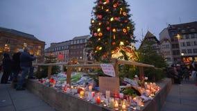 Dzień wspominanie terroryzm, kwiaty i świeczki ku pamięci ofiara ataka terrorystycznego na wigilia nowego roku wakacjach, i zbiory wideo