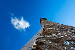 dzień Eiffel pogodny wierza Obrazy Stock