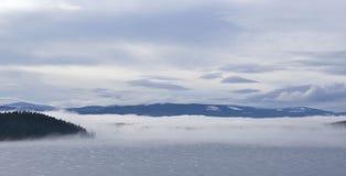 dzień fogy jezioro Zdjęcia Stock