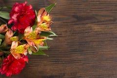 dzień kwiat daje mum syna matkom Fotografia Royalty Free