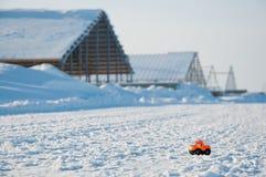 Dzieciństwo sen Duży budynek dla małych dzieci samochodowych obrazy royalty free