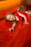 Dzieci bawią się na jaskrawym trampoline Zdjęcia Stock