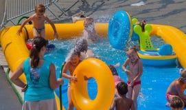 dzieci bawić się basenu Obrazy Stock