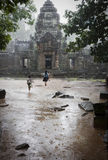dzieci bawić się deszcz Zdjęcie Stock