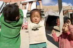 Dzieci bawić się, Ladakh, India Obrazy Royalty Free