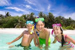 dzieci bawić się morze Fotografia Stock