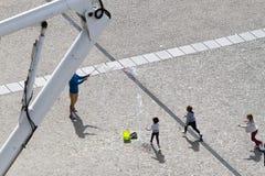 Dzieci bawić się przy centre pompidou Obraz Stock