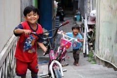 Dzieci bawić się w Południowym Yogyakarta Obrazy Royalty Free