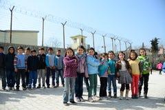 Dzieci blisko szkoły rof uchodźców Zdjęcie Stock