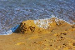 Dzieci budowali od piaska blisko oceanu Zdjęcie Stock
