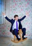Dziecięcy biznesmen z zabawkarskim koniem Obrazy Stock