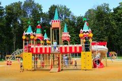 Dziecięcy forteca na boisku w parku Obraz Stock