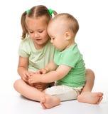 dzieci floor bawić się dwa Obrazy Stock