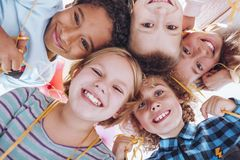 dzieci grupują target1597_0_ zdjęcie royalty free