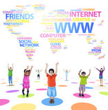 Dzieci i Ogólnospołeczny networking O temacie zdjęcie royalty free