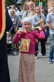 Dzieci i parafianów Ortodoksalnego kościół Moskwa Ukraiński patriarchat podczas religijnego korowodu Kijów, Ukraina fotografia royalty free