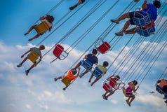Dzieci jadą falowego hulaki, przy marynarki wojennej molem, Chicago Zdjęcie Stock