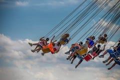 Dzieci jadą falowego hulaki, przy marynarki wojennej molem, Chicago Zdjęcie Royalty Free