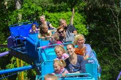 Dzieci jadą na carousel na children boisku Obraz Stock