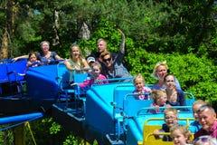 Dzieci jadą na carousel na children boisku Fotografia Stock