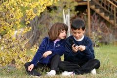 dzieci komórek telefon Obrazy Royalty Free