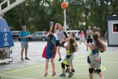 dzieci koszykówek grać Obraz Stock