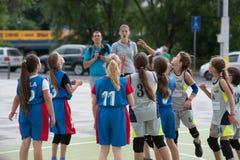 dzieci koszykówek grać Fotografia Stock
