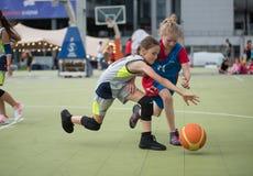 dzieci koszykówek grać Obraz Royalty Free