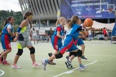 dzieci koszykówek grać Zdjęcie Stock