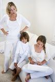 dzieci laptopu matki use dopatrywanie zdjęcie royalty free