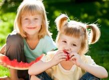 dzieci mają pinkin zdjęcie stock