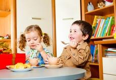 dzieci mają herbaty Obraz Royalty Free