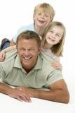 dzieci ojcują szczęśliwego wpólnie zdjęcia royalty free