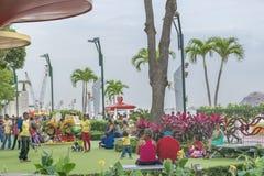 Dzieci Parkują przy Malecon 2000 Guayaquil Ekwador obrazy royalty free