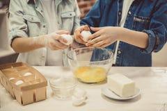 Dzieci piec w kuchni Obraz Royalty Free