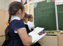 Dzieci piszą z ich pracy domowej od deski Obrazy Royalty Free