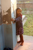 Dzieci po tym jak Mszalny stojak przed kościół w Baidyapur, India Fotografia Royalty Free