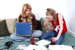 dzieci, pracę domową razem fotografia royalty free