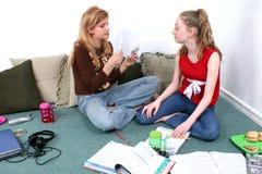 dzieci, pracę domową razem Zdjęcia Royalty Free