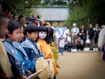 Dzieci przy Kitano Tenmangu świątynią Obraz Royalty Free